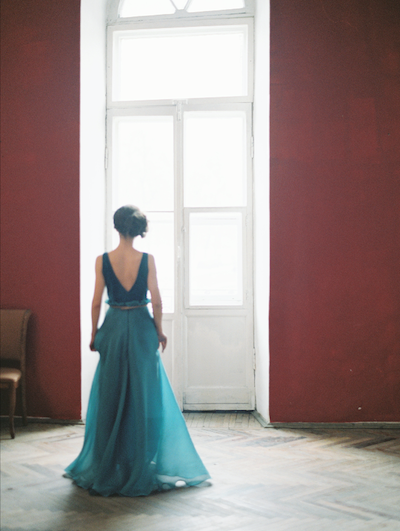 Fine Art Wedding Inspiration classical apartment in saint petersburg back of bride