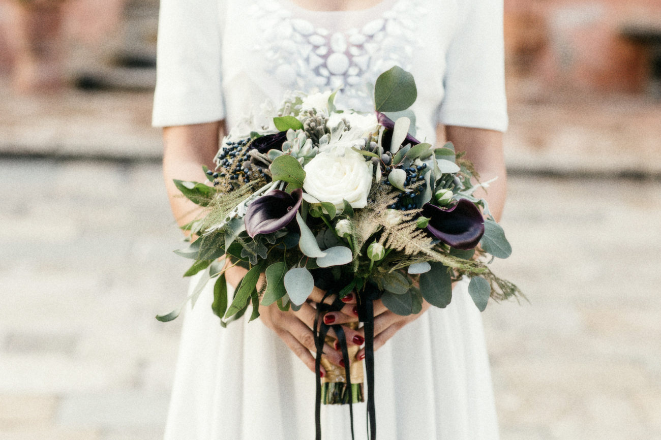 Style Shoot in Tuscany, Italy bridal bouquet idea with dark colours and gold