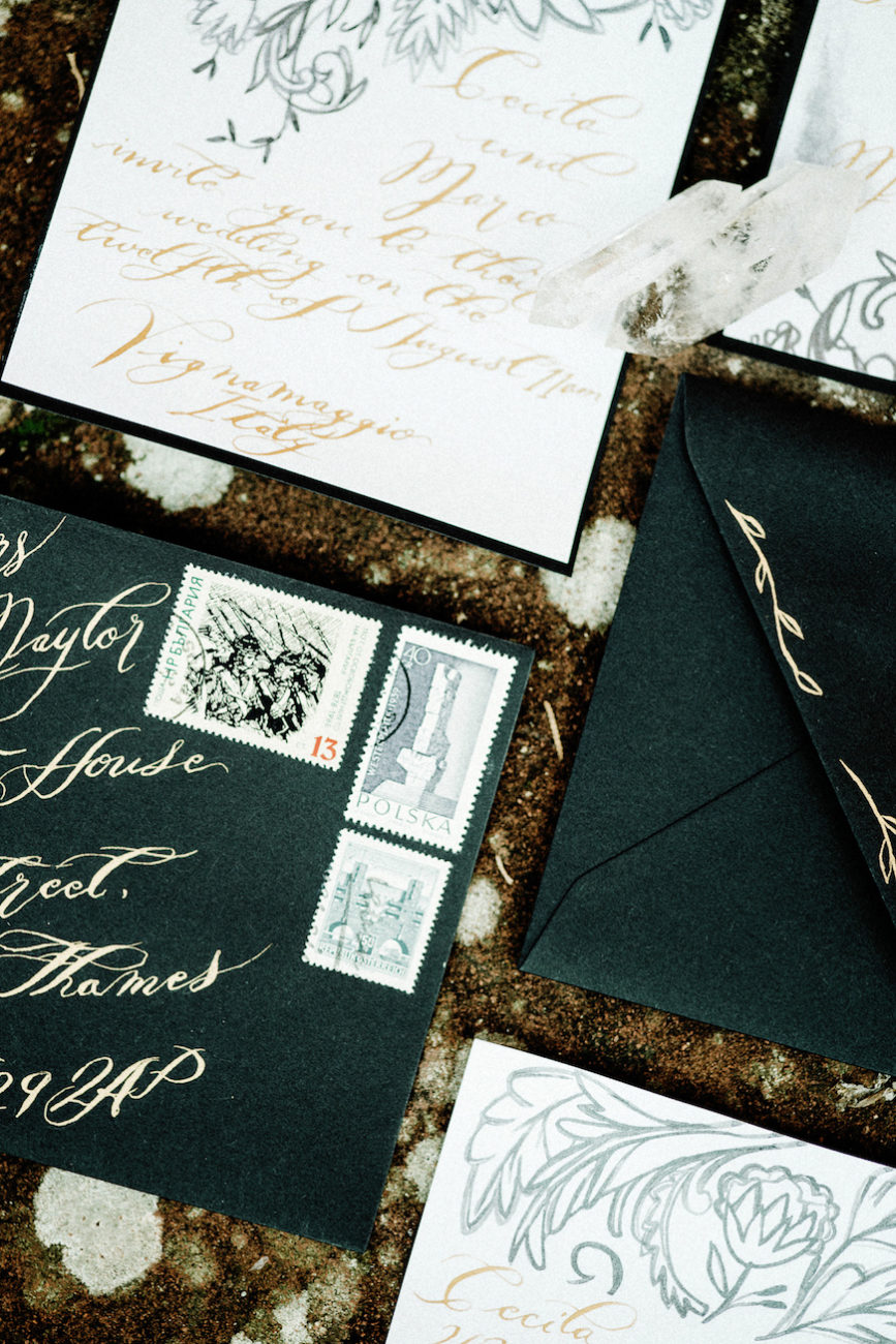 Style-Shoot-in-Tuscany-Italy-hand-painted-wedding-invitation