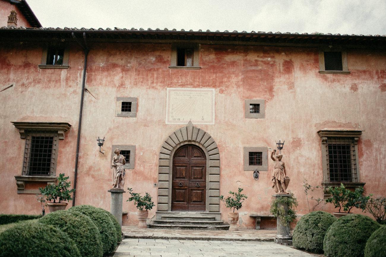 Style Shoot in Tuscany, Italy villa vignamaggio with terracota tones