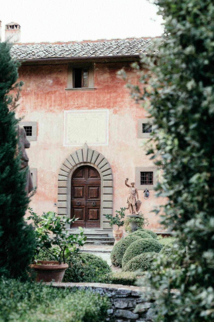 Style Shoot in Tuscany, Italy villa vignamaggio with statue