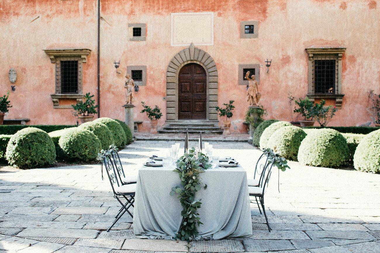 Style Shoot in Tuscany, Italy villa vignamaggio with sweetheart table