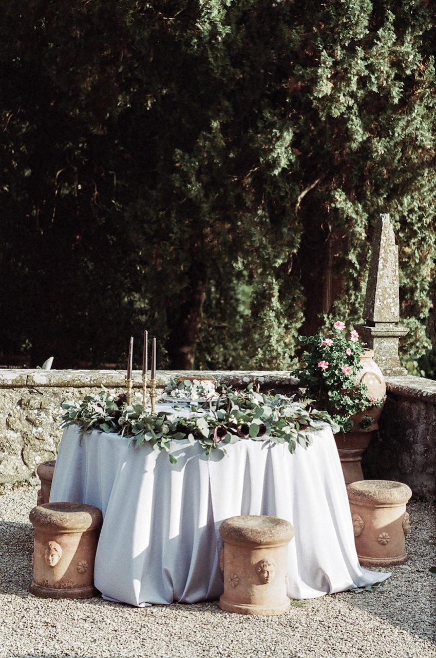 Style Shoot in Tuscany, Italy wedding cake table decoration idea.