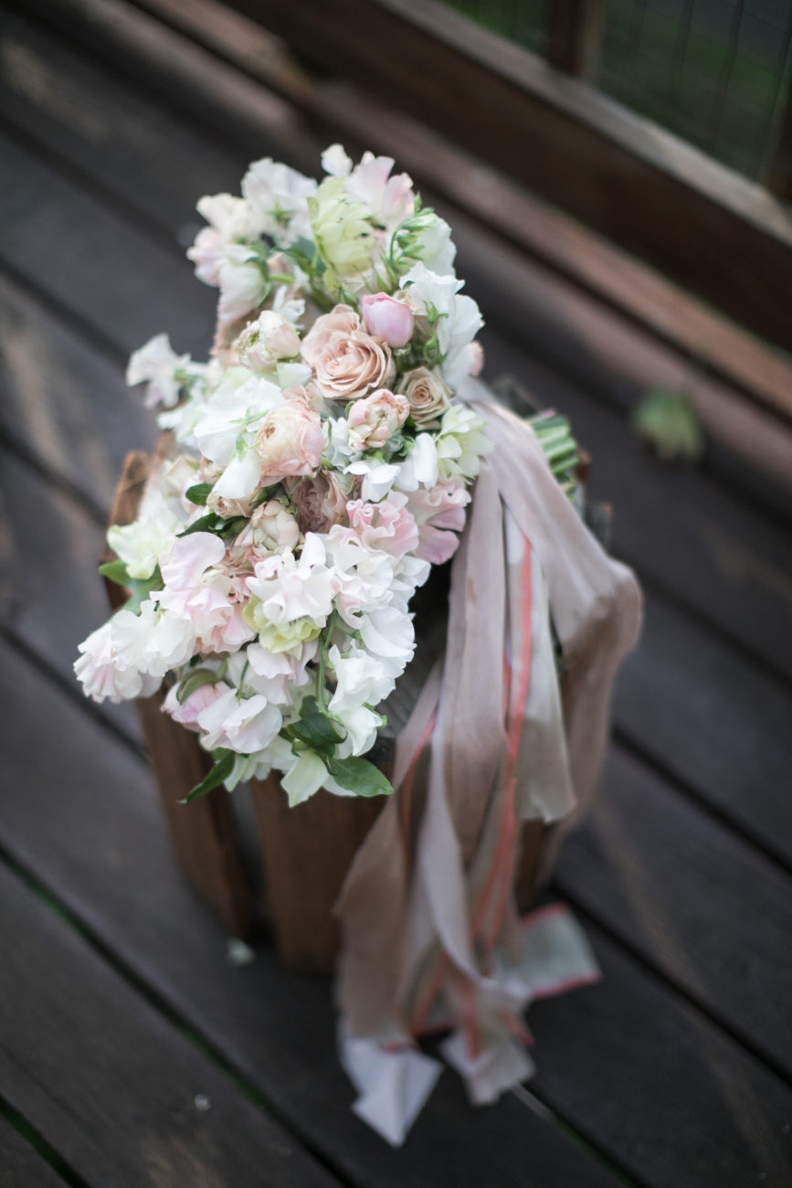 Neutral Wedding Inspiration_bride's bouquet with ribbons