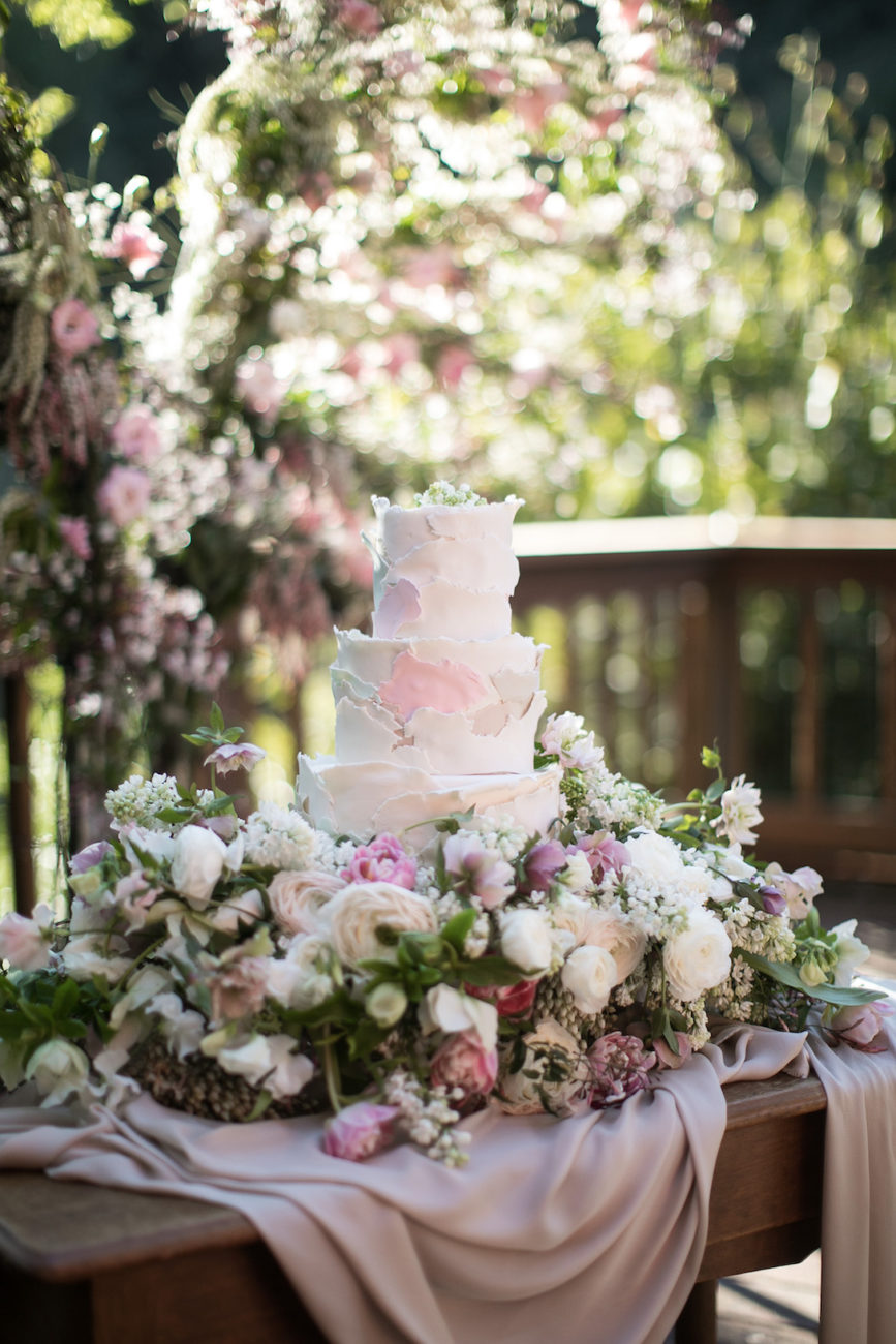 Neutral Wedding Inspiration_wedding cake with flowers