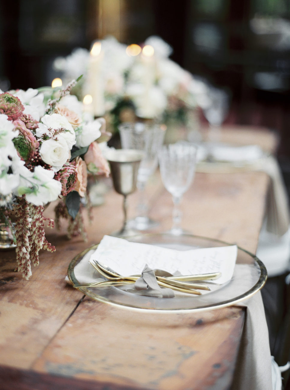 Neutral Wedding Inspiration_wedding table inspiration with flowers