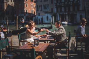 Best Destination Wedding Venice couple having coffee