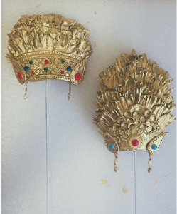 luxury wedding cake designers Bali gold icing headpieces
