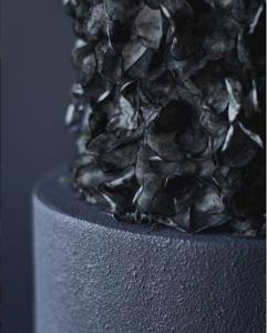 luxury wedding cake designers black contrasting textures