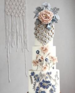 luxury wedding cake designers chain-like designs