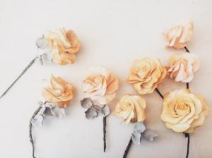 5 wedding cake designers creeme sugar roses with grey leaves