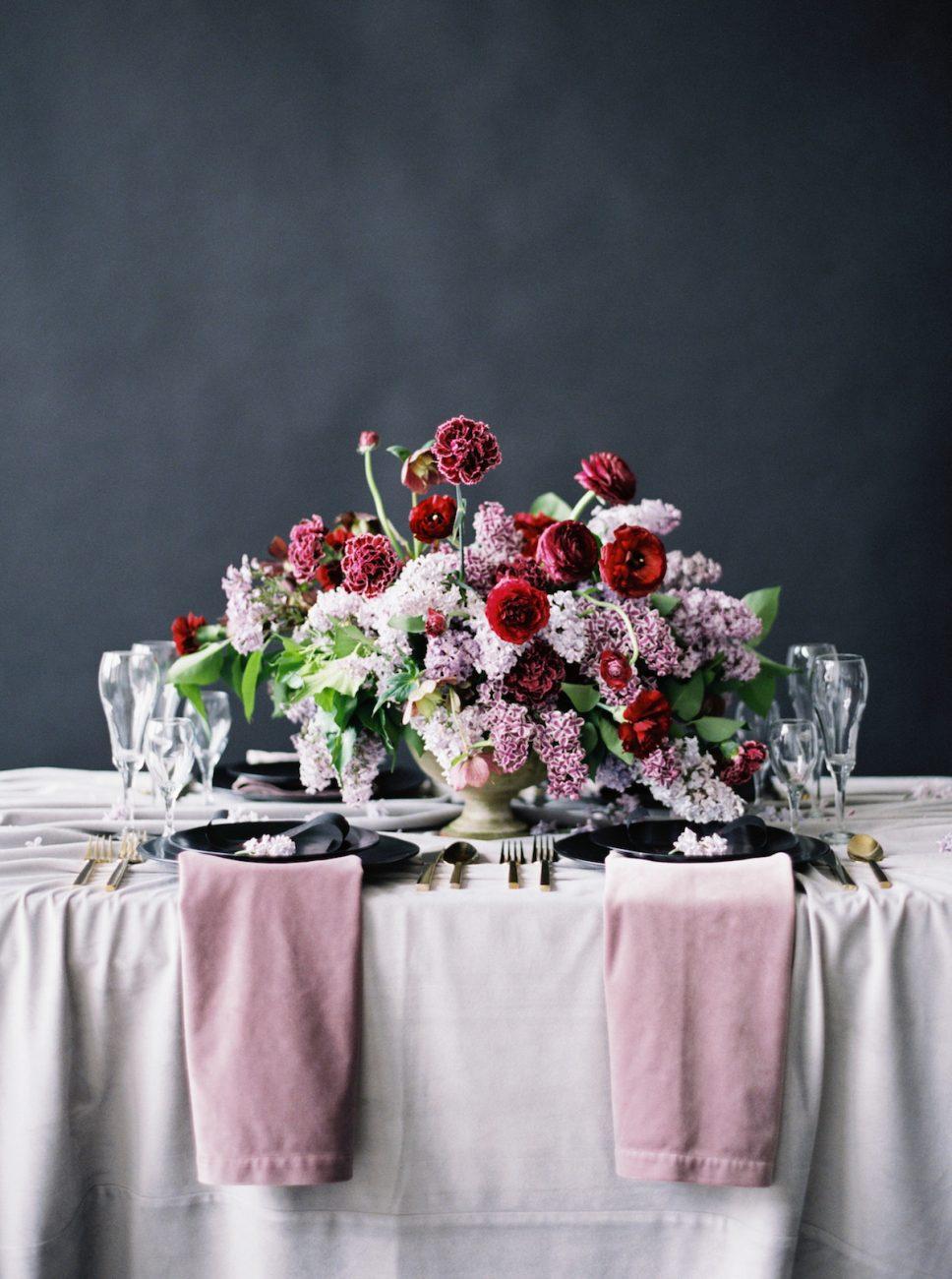 Moody Black Wedding Inspiration_sweetheart table decor