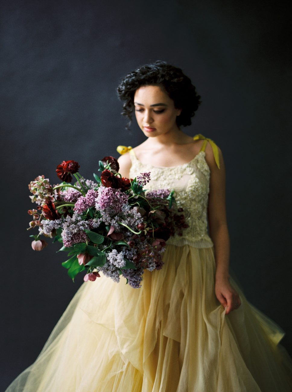 Moody Black Wedding Inspiration_bride with flowers