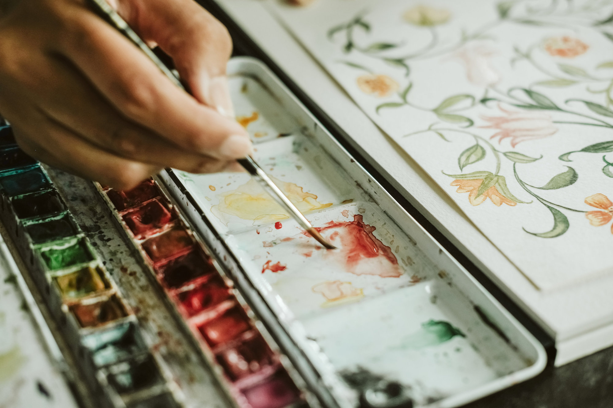 Illustrated wedding invitations with a watercolour palette