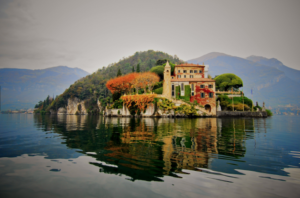 20 Luxury Wedding Venues in Italy Villa del Balbianello, villa floating on water