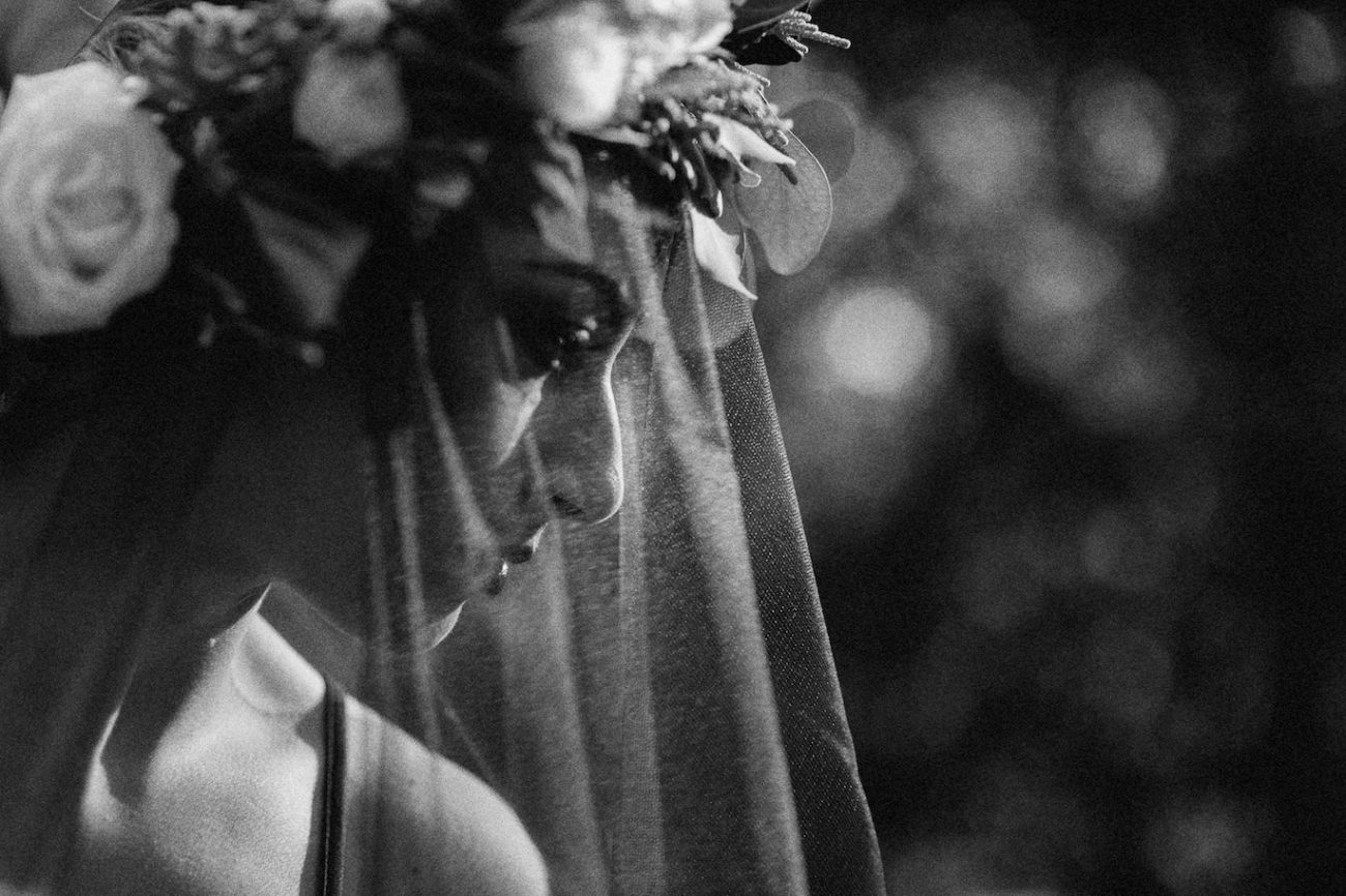 Style-Shoot-in-Tuscany-Italy-bride-with-black-veil
