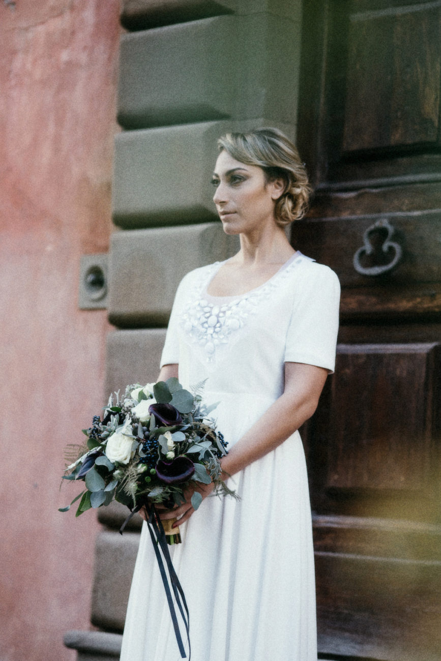 Style Shoot in Tuscany, Italy bride with bouquet