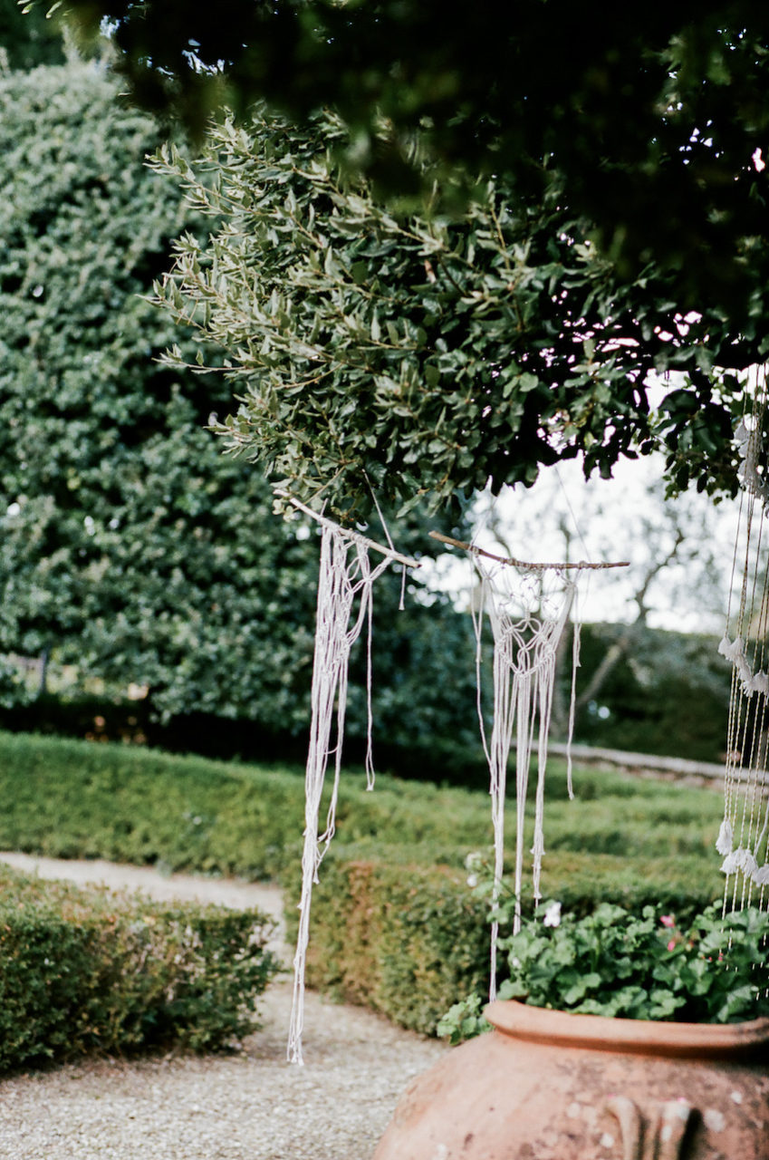 Style-Shoot-in-Tuscany-Italy-garden-decoration-ideas-for-weddings
