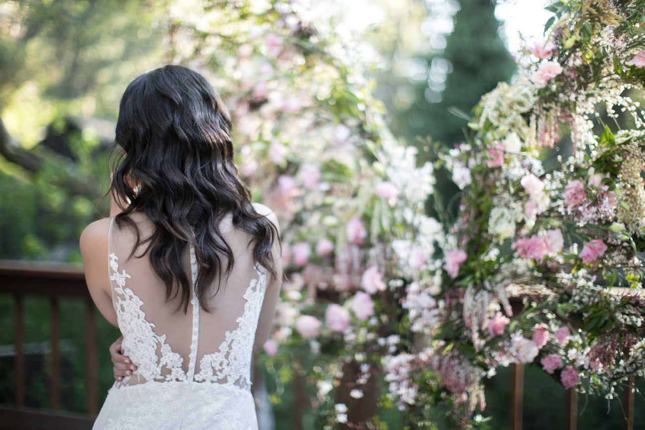 Neutral Wedding Inspiration_bride back view