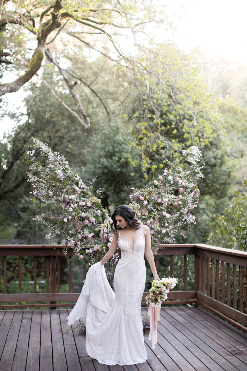 Neutral Wedding Inspiration_bride with bouquet