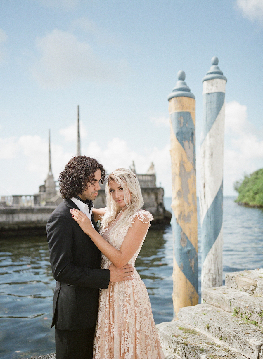 Vizcaya Wedding Inspiration couple in front of the sea by the steps