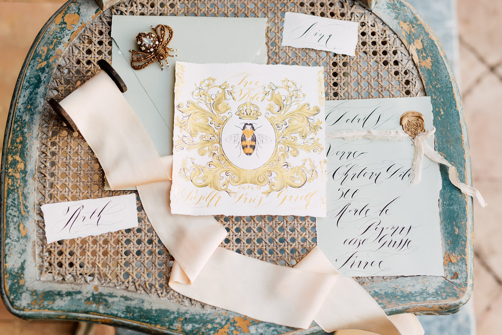 Wedding Style Shoots - Shoot from France with gold wedding invitations