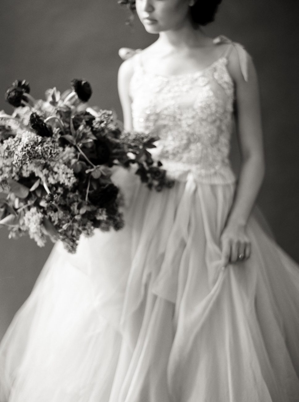 Moody Black Wedding Inspiration_black and white photo of bride