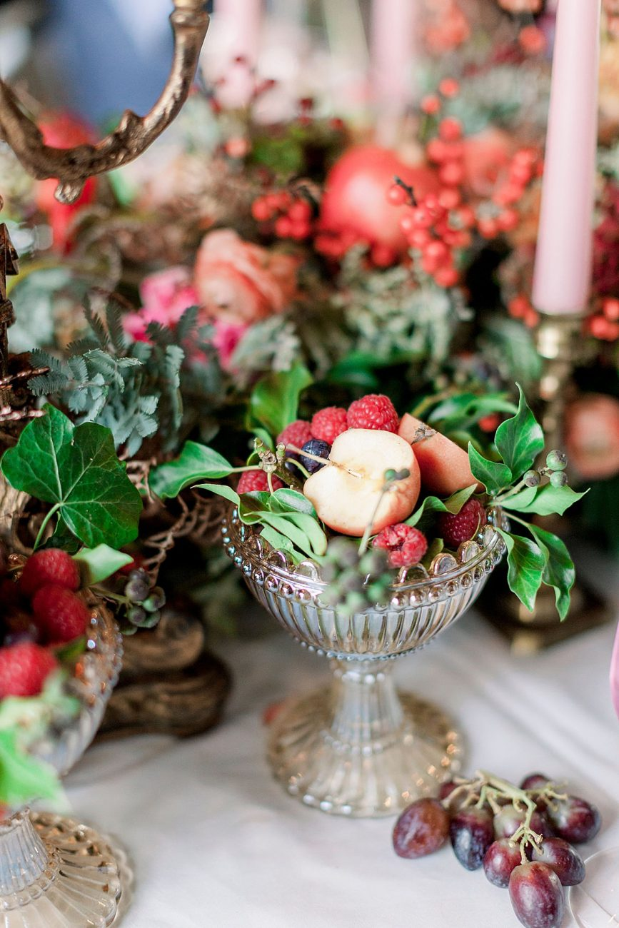 Baroque wedding table decor ideas with fresh fruits