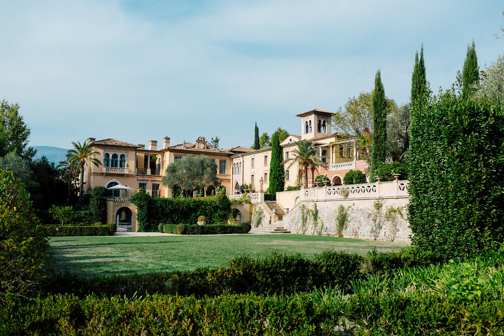 Destination wedding in the South of France with a large villa