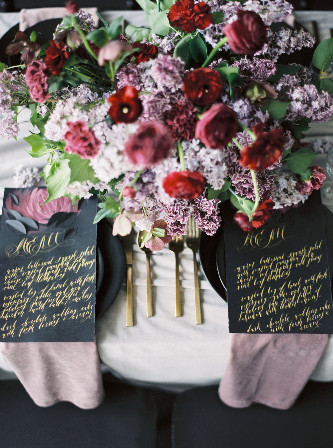 Moody wedding inspiration with red, lilac and pale blush paired with luxury blackand gold wedding stationery