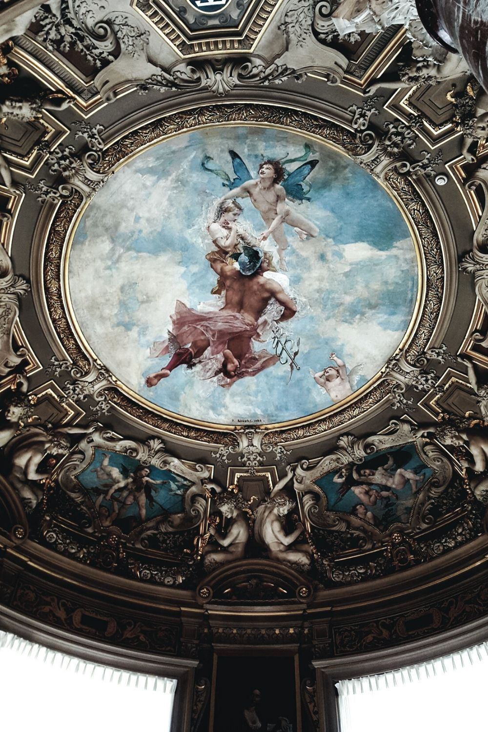 French design inspiration with a ceiling from the Chateau Chantilly